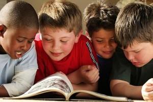 51-bambini-che-leggono